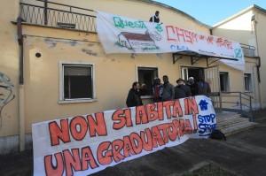 Ancona, l'ex asilo Regina Margherita di via Ragusa (quartiere piano) prima dello sgombero di polizia