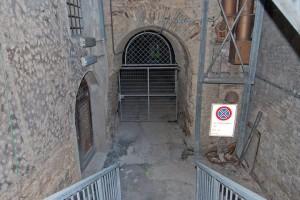 Ancona, la storica via Sottomare sbarrata da un cancello
