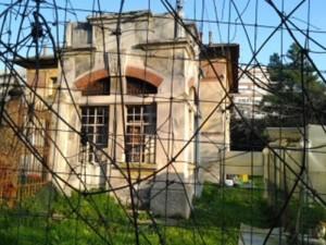 Ancona, ex asilo in degrado nell'area del Mattatoio
