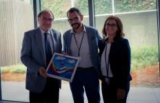 Il Presidente dell'Associazione Fatto&Diritto Tommaso Rossi e Mary Basconi consegnano al Dr. Tarfusser un ricordo di questa esperienza.