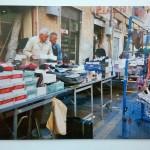 Un tratto della bancarelle di corso Mazzini, ad Ancona, negli anni '80