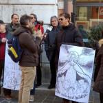 Una delegazione dell'associazione Mal'Aria e dell'onlus Ondaverde di Falconara sotto il Palazzo della Prefettura ad Ancona il 7 dicembre