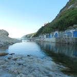 Una suggestiva immagine della costa del Passetto di Ancona:  a sinistra lo scoglio della Seggiola del Papa, a destra le caratteristiche Grotte