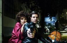 AMMORE E MALAVITA Musical e Criminalità: interpreti a loro agio in una storia bizzarra e ruspante.